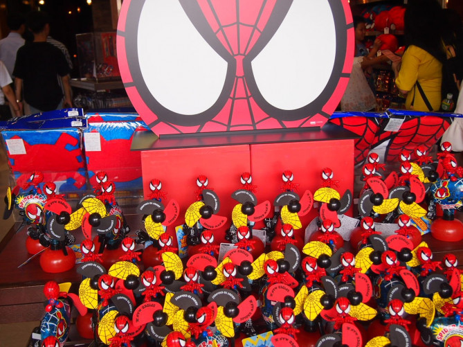 【2018】USJのスパイダーマングッズ&お土産30選!Tシャツ・パンツなどの値段&写真