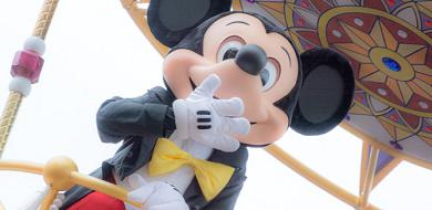 ミッキーマウスまとめ!誕生日・フレンズ・声優や書き方からコーデ&グッズまで