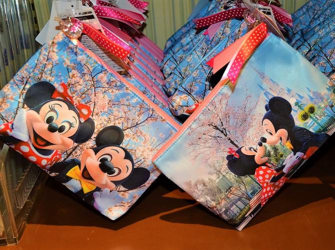 【2/1&2/15発売】卒業シーズン向けディズニー文房具が19種類登場!桜デザインの実写ミッキー