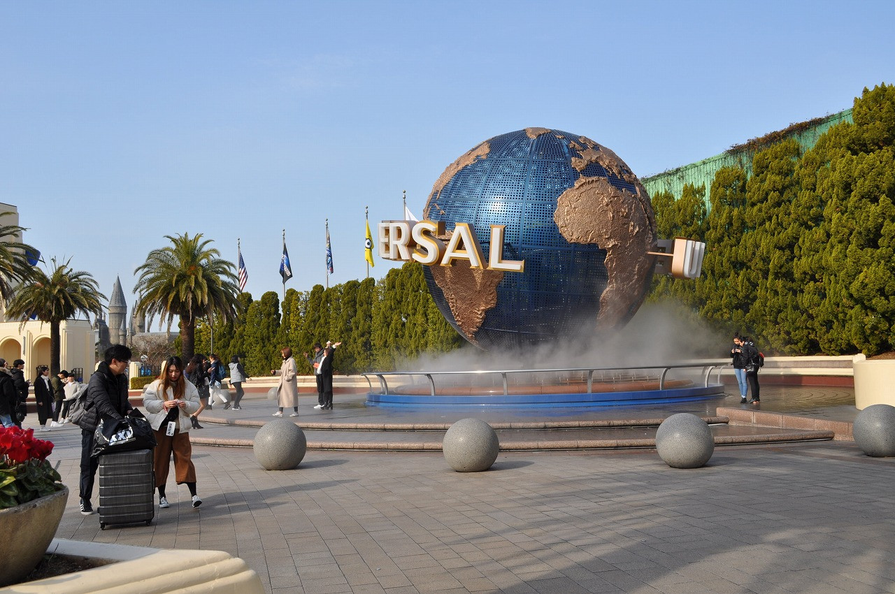 ユニバの地球儀まとめ!パーク内&外のおすすめ撮影ポイント、穴場、色違いデザイン、海外との違い