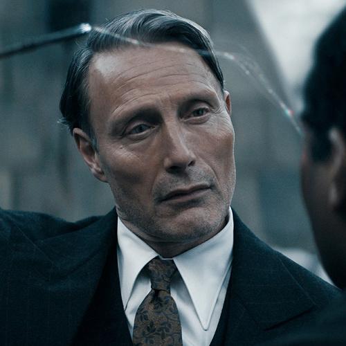 【伏線】グリンデルバルドのハリーポッター登場シーンは?闇の魔法使い・ヴォルデモートとの比較
