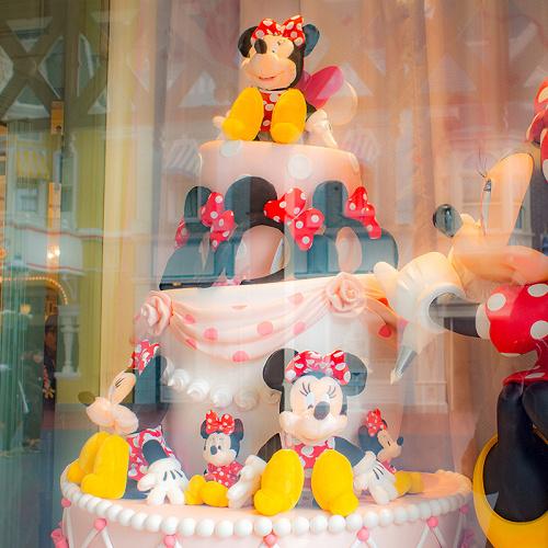 【TDL】ディズニー&カンパニーはランドのお土産ショップ!買えるグッズ、場所、内装まとめ!
