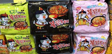 【激辛】韓国のプルダックポックンミョンを徹底解説!種類、作り方、アレンジレシピを紹介♪
