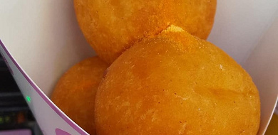 【新大久保】もちもちのチーズボールが楽しめるお店15選!韓国で人気の食べ歩きおやつ♪