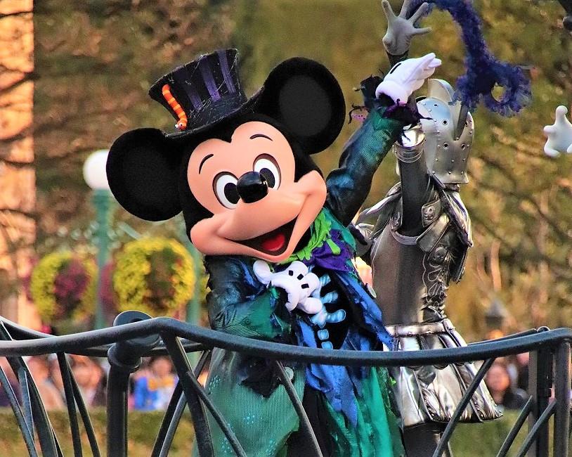 【2018】スプーキーBoo!パレード完全ガイド!ディズニーハロウィンパレードの停止位置&キャラクター
