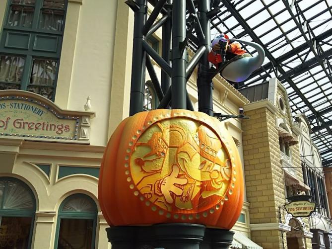 【2018】秋のディズニーの服装と持ち物は?9月・10月・11月のおすすめ&寒さ対策!