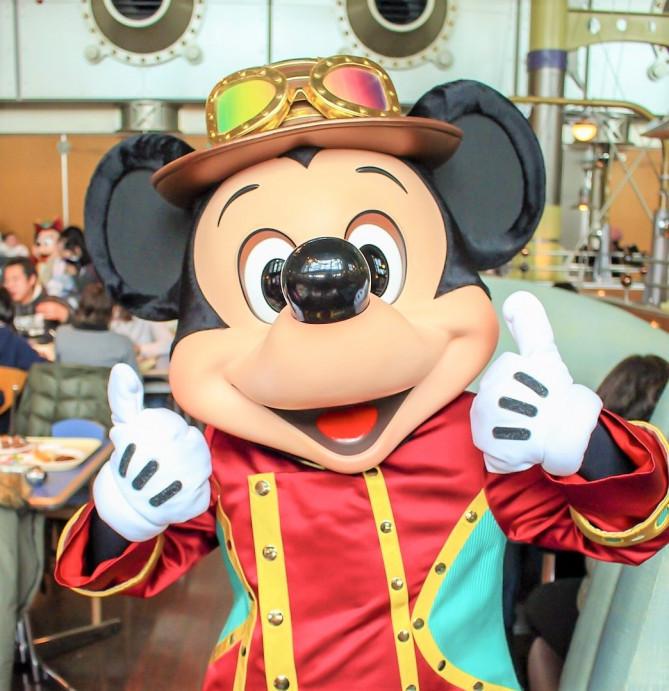 ディズニーシーでキャラクターと写真が撮れる場所8選!グリーティングスポット&キャラに会えるレストラン