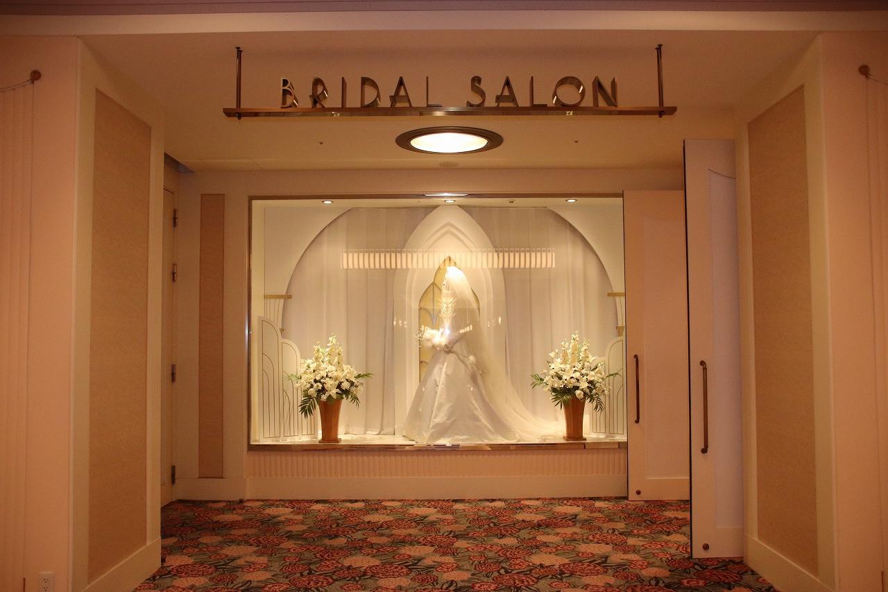 【解説】アンバサダーホテルの結婚式まとめ!プラン&費用!ディズニープリンセスのドレスが着られる