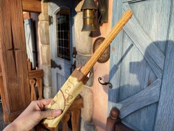 【2019】ディズニーランドのチュロス全種類!味・販売場所・値段!ストロベリーやメロンソーダが人気!