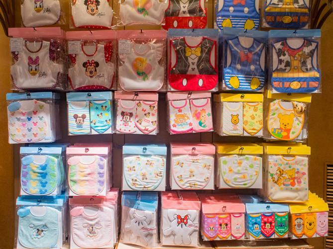 【2018】ディズニーベビーグッズ30選!赤ちゃん向けTシャツ・スタイ・おくるみ・カバーオール・おもちゃ!