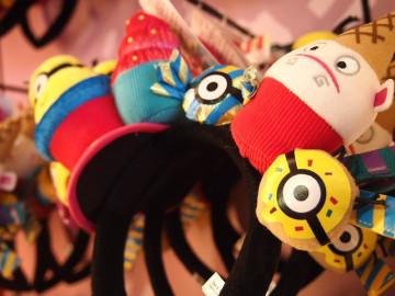 【USJ】ミニオンの帽子32選!カチューシャ、ニット帽、ぬいぐるみハットの値段と販売店舗