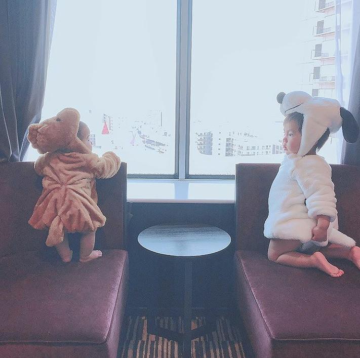 スヌーピーコーデ/ホテルでくつろぐ子どもたち