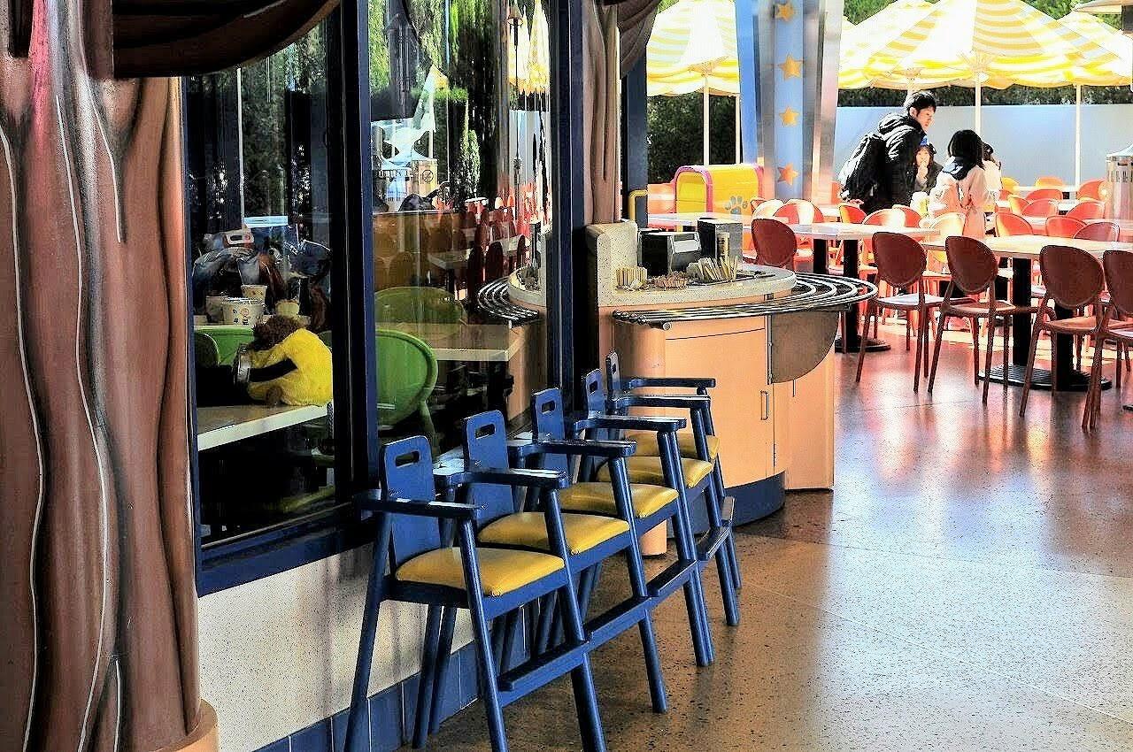 スヌーピーのバックロットカフェ