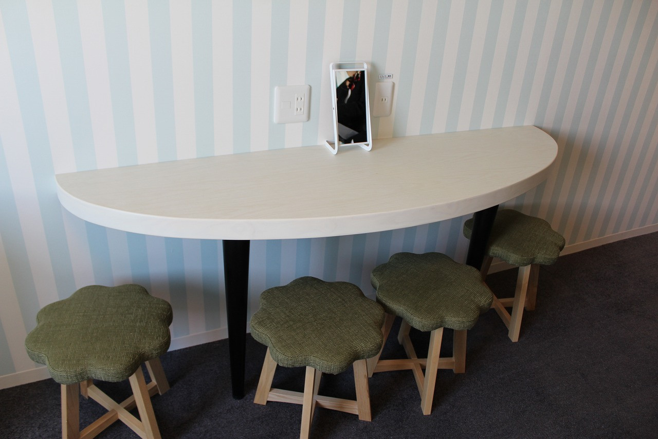 2段ベッドルーム(ボタニカル)のテーブルセット