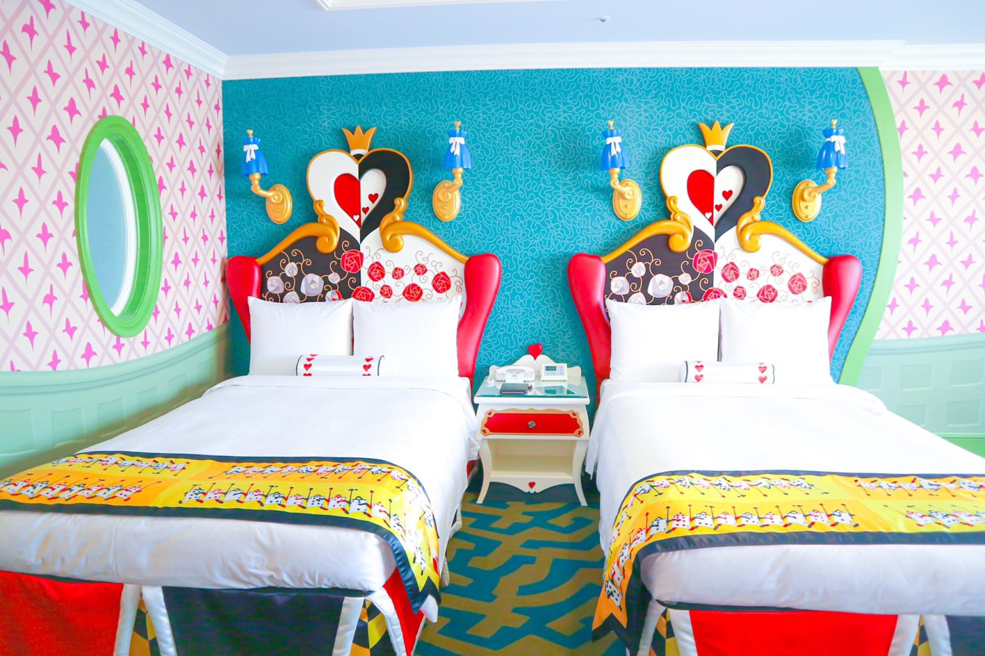 ディズニーランドホテル「ふしぎの国のアリスルーム」