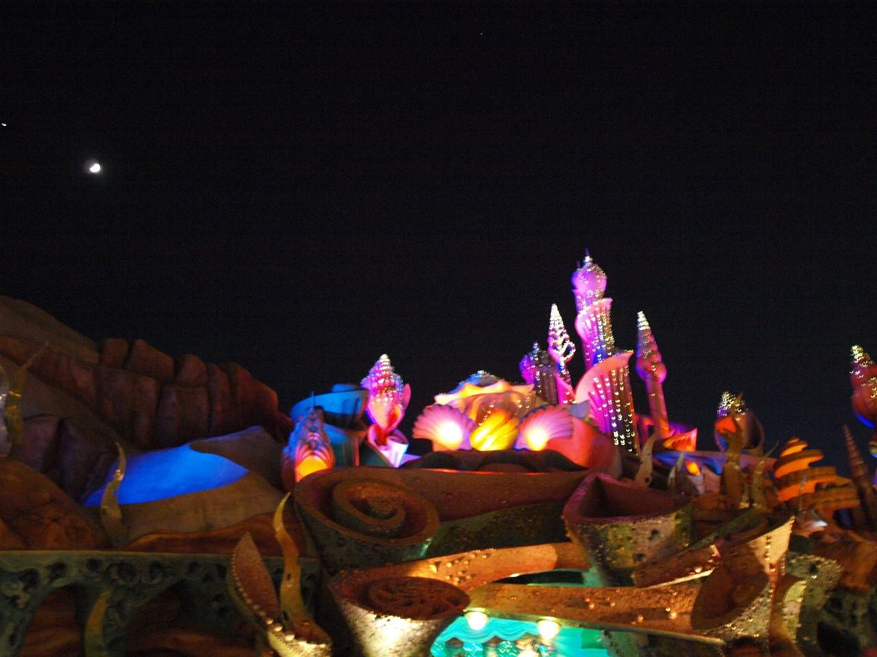 夜のマーメイドラグーンは もっと幻想的になります。
